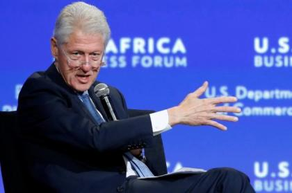 Former U.S. President Bill Clinton leads a panel discussion during the U.S.-Africa Business Forum in Washington August 5, 2014. REUTERS/Jonathan Ernst